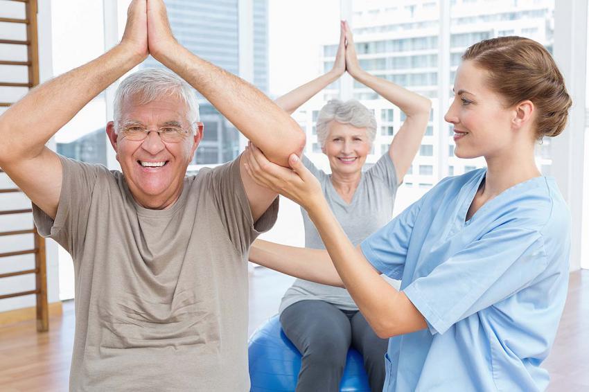 cách làm giàu từ kinh doanh dịch vụ trông người già