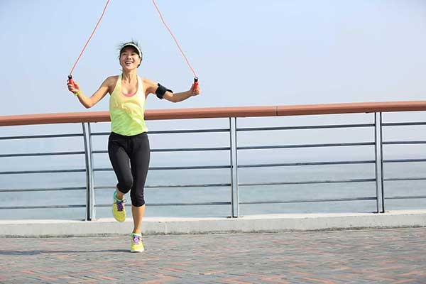 Nhảy dây giúp phát triển cơ chân và xương