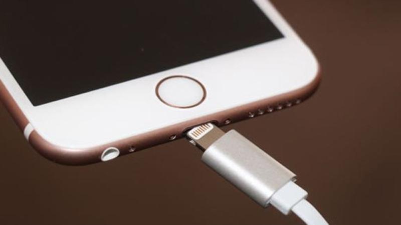 Khắc phục lỗi iPhone không sạc được