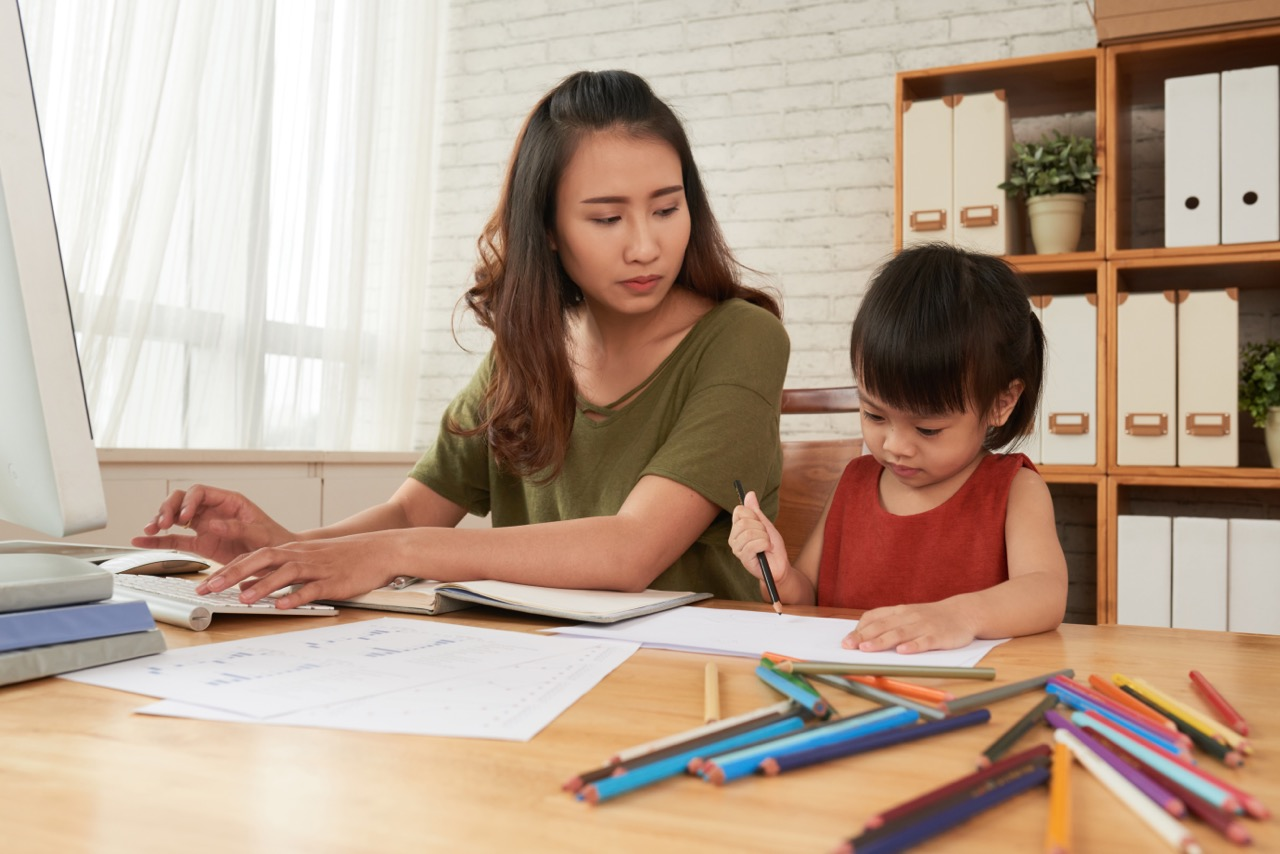 """10 công việc tuyệt vời cho chị em làm tại nhà, đặc biệt thích hợp với """"mẹ  bỉm sữa"""" bận bịu chăm con"""