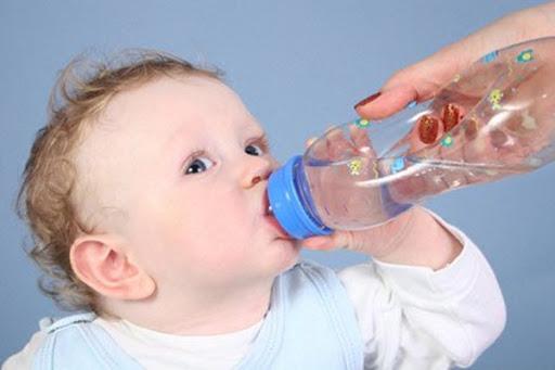 cách hạ sốt cho trẻ