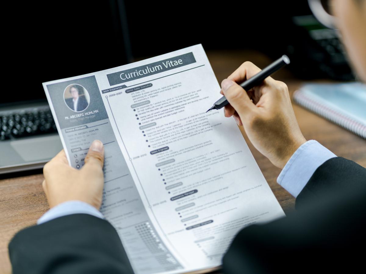 Phân biệt đơn xin việc và CV xin việc để tránh nhầm lẫn - TopViec