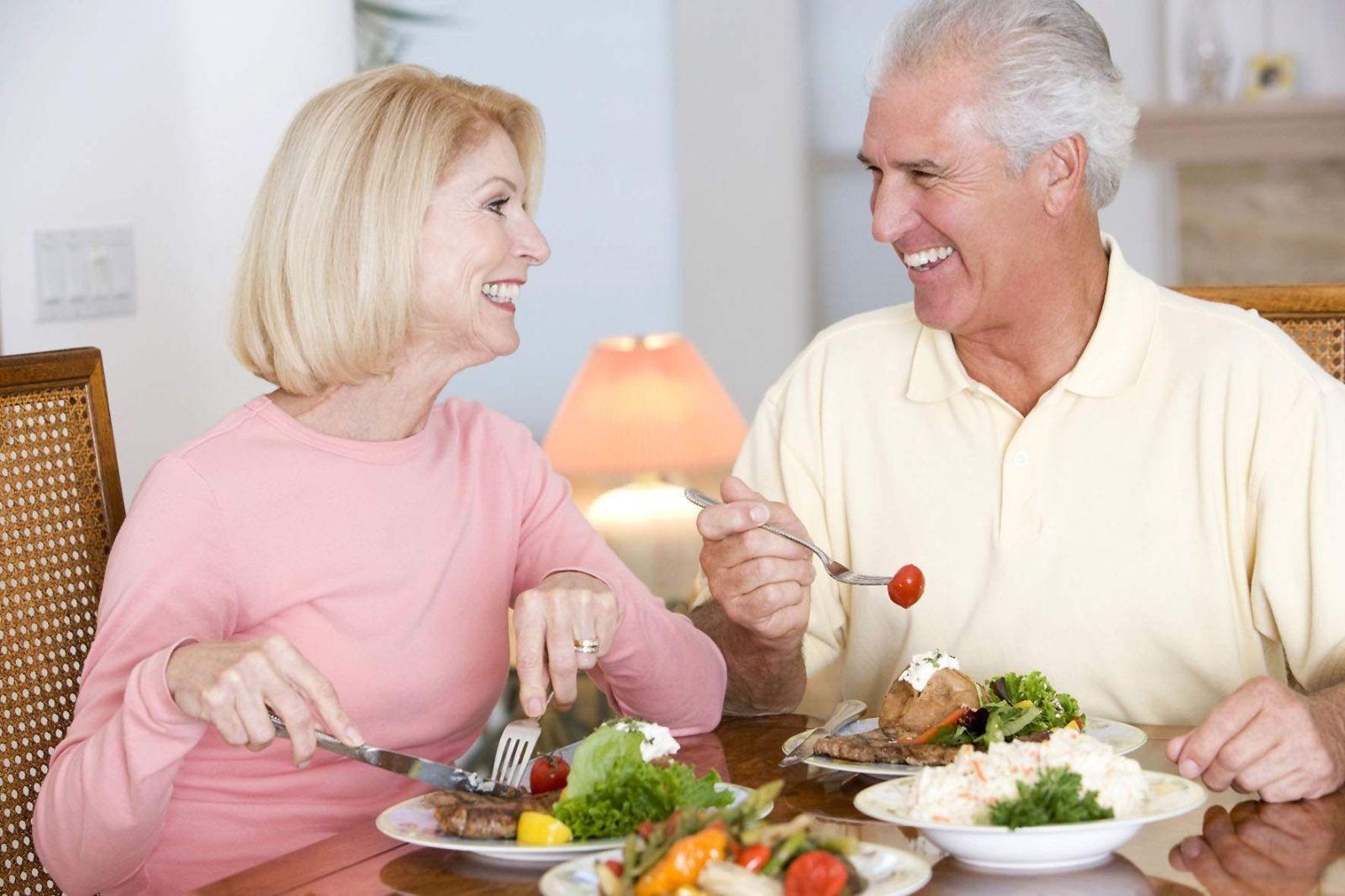 Chế Độ Dinh Dưỡng Tốt Cho Sức Khỏe Người Cao Tuổi